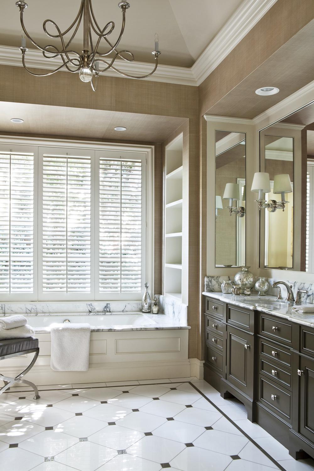 03 Brentwood Park Bluestone Manor House Master Bathroom.jpg