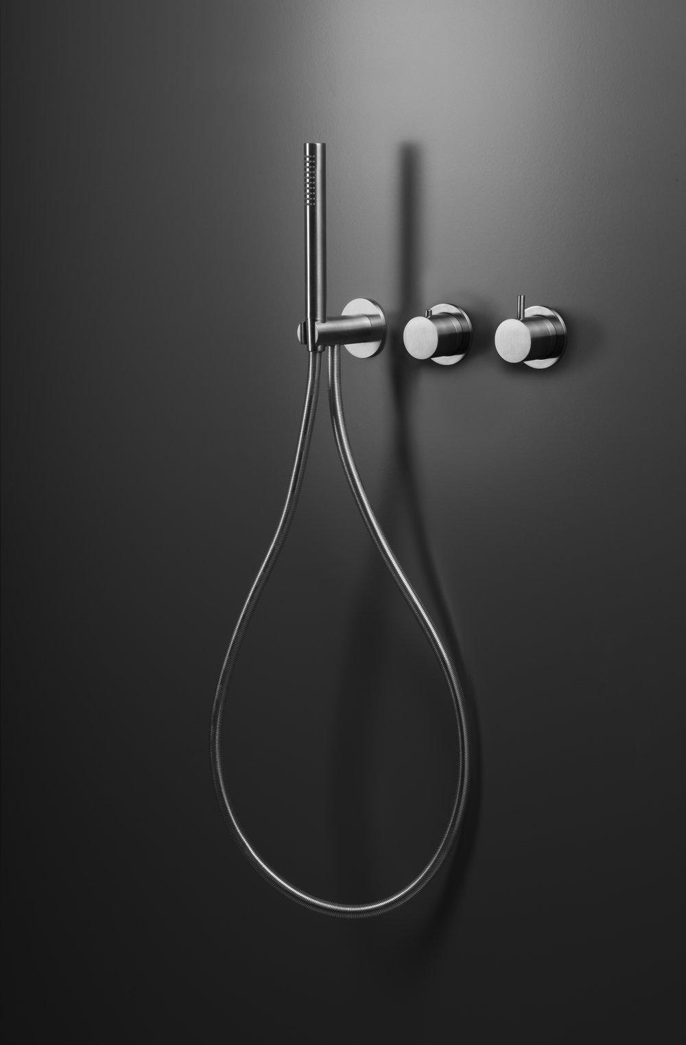 Blu_Bathworks_INOX_ShowerSystem.jpg