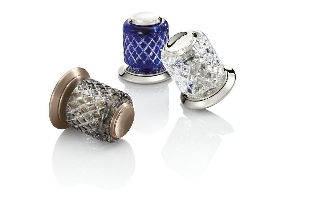 Script St. Louis crystal knobs.jpg