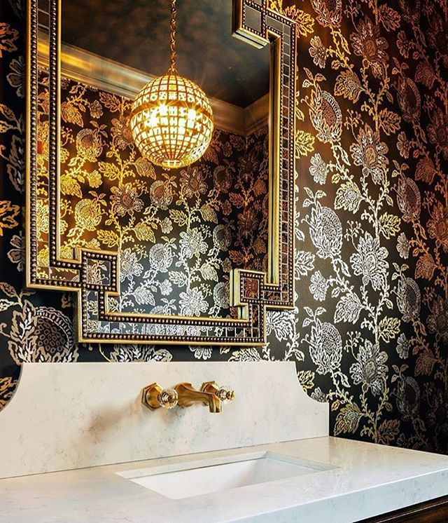 Elegance at its finest—with a little extra! Just an astonishing powder room by designer @jeffreyneveinteriordesign using one of our favorite bathroom fixtures from manufacturer @watermarkbrooklyn