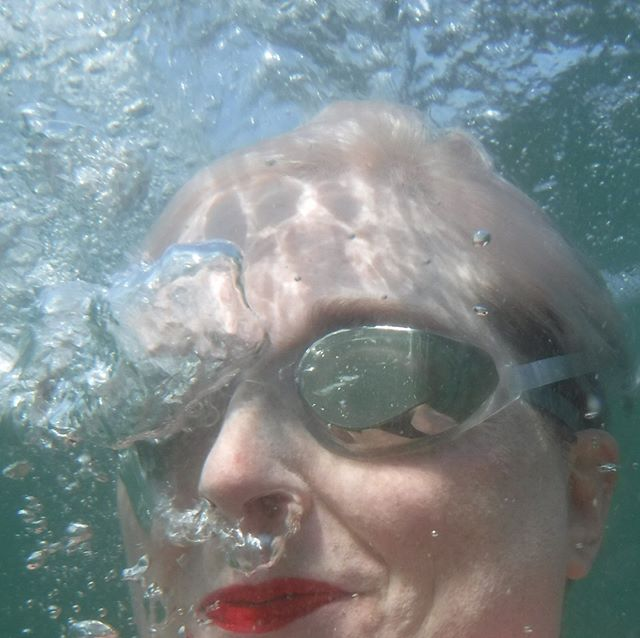 First sea swim of 2019 - finally! #sharetheswimlove #wildswimming #swimminginscotland #openwaterswimming #outdoorswimmingsociety (Btw, I don't put lipstick on specially for a swim, it's just that this stuff is indestructible!)