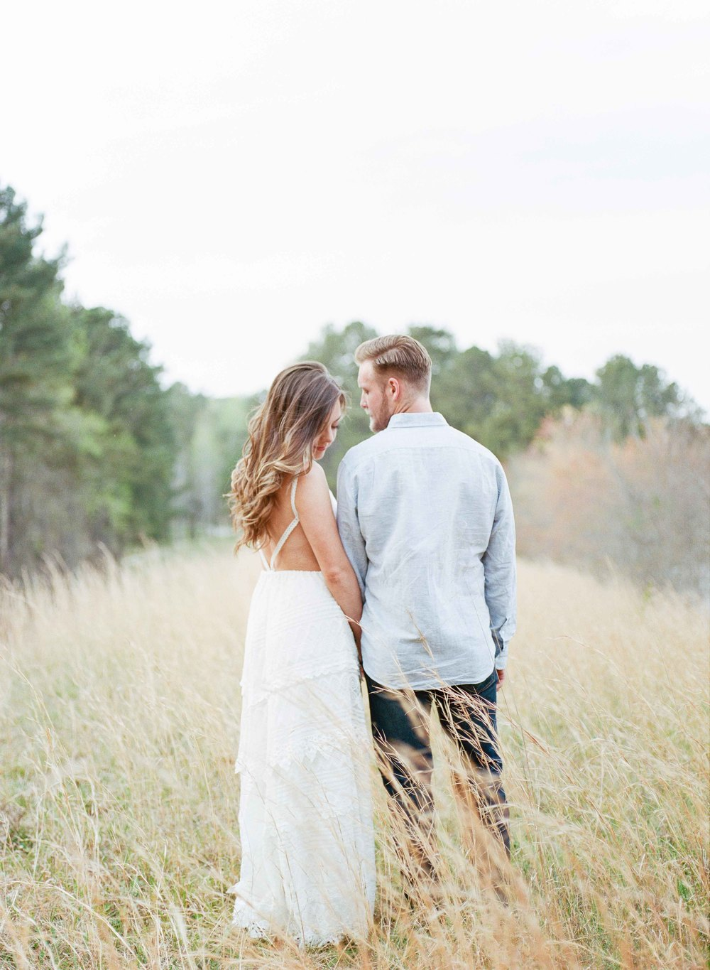 FINE ART ENGAGEMENT AT PRIVATE LAKE RESIDENCE | FEATURED BY THE SOUTHEASTERN BRIDE