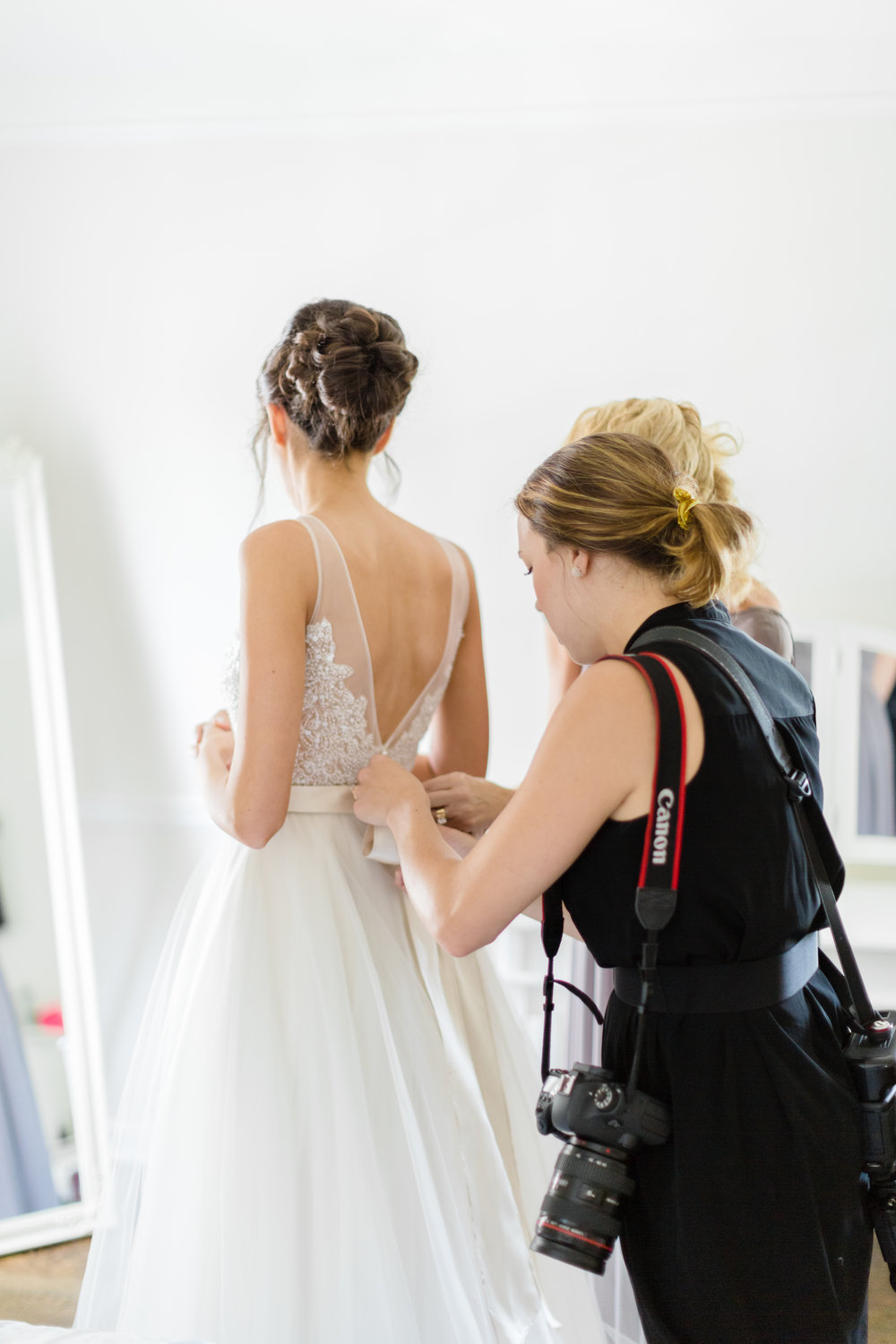 And sometimes -- I get to help the bride get ready!  |  Thanks for the BTS shot Anna Aguiar!