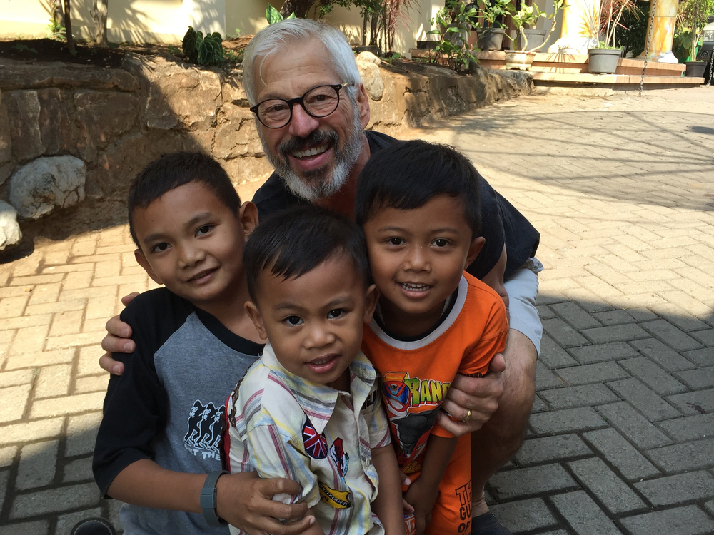 Steve spending time with Indonesian students.