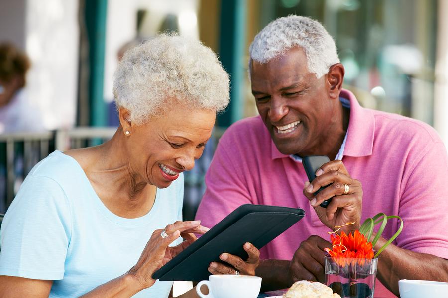 seniors--using-internet-increase-health