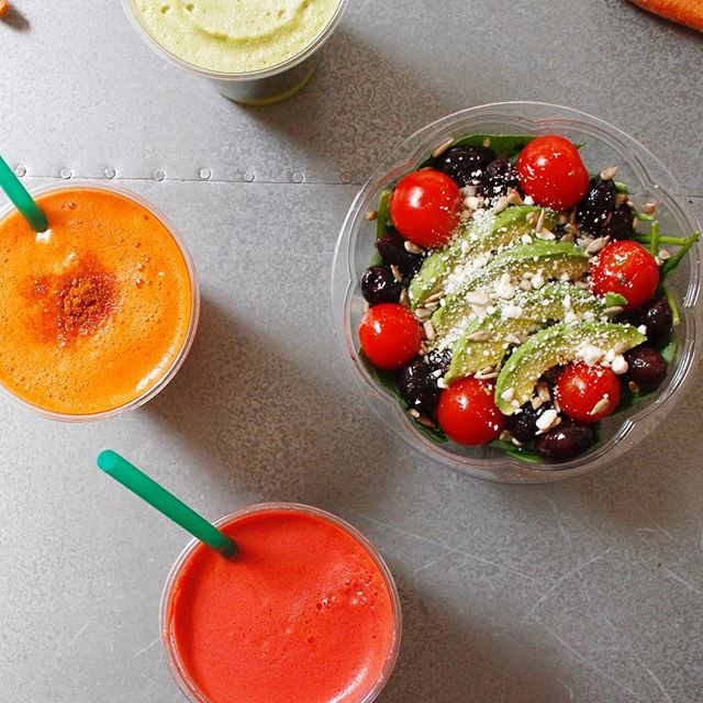 ✨TGIF! Workout ✅ smoothie ✅ lunch ✅ counting down to 5pm ✅ Ahh the life of a #juiceaholic! ・・・ #eatingnyc #fruit #vegan #sandwich #organic #nyc #juice #juicing #plantbased #vegetarian #healthybreakfast #glutenfree #feedfeed #foodporn #veggie #paleo #wholefoods #veganfoodshare #healthy #healthyeating #smoothie #breakfast #diet #nyceats #gramercy #f52grams #healthcoach #strawberry #foodie