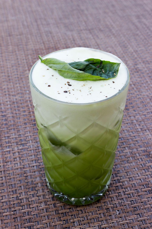 A frothy basil cocktail at TOPO Chiado