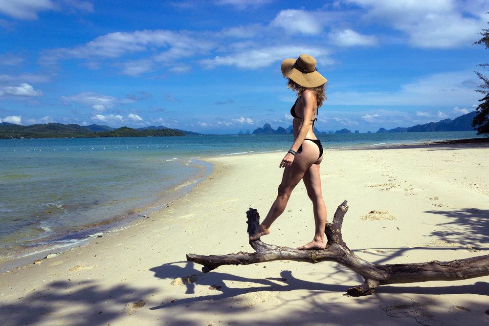 A beautiful sandy beach at Lawa Island