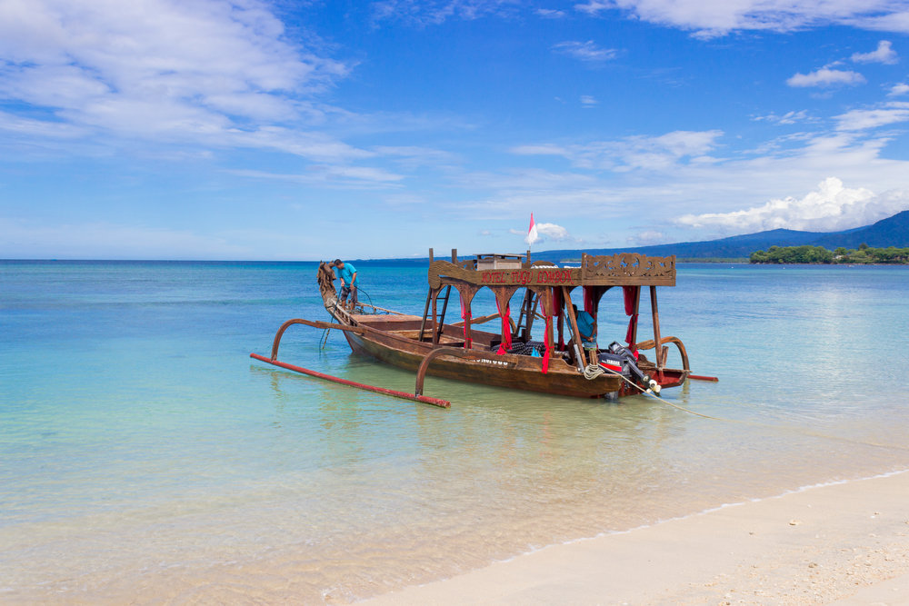 A Nga Mesem (dragonhead) boat - available to rent at Hotel Tugu