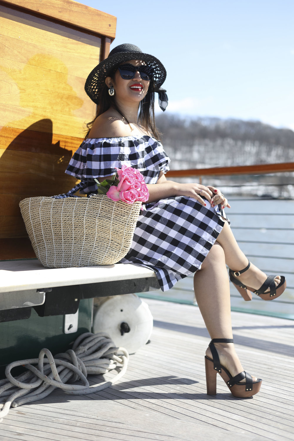 Fashionista  @krity_s . See her experience on a  Classic Harbor Line Cruise here .