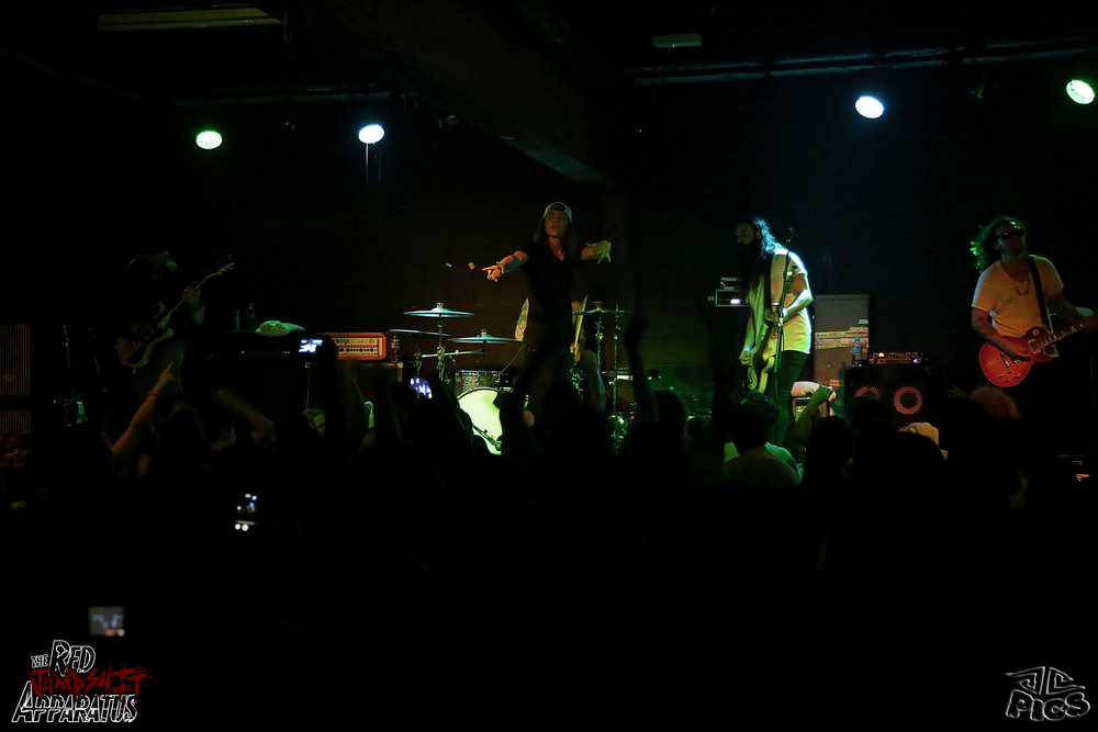 Red Jumpsuit Apparatus 9B4A2124.JPG