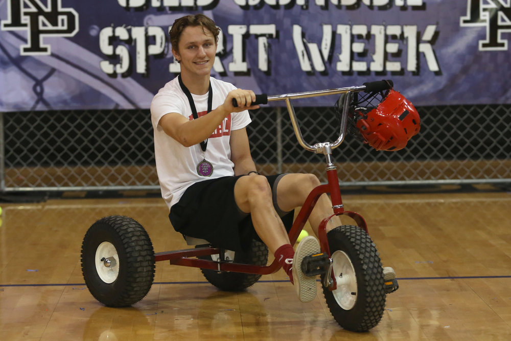 Seniors win Falcon Cart Challenge