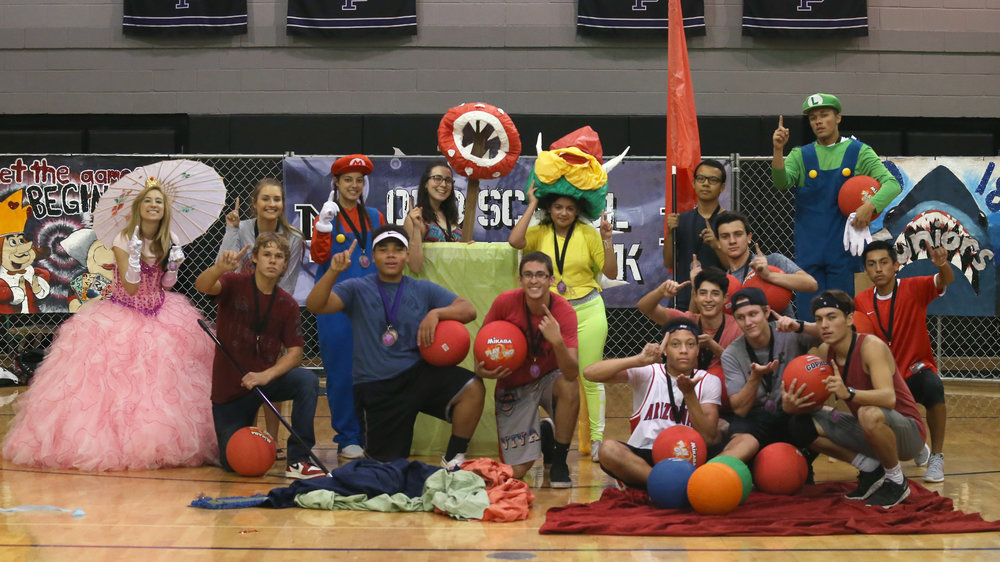 Seniors Sweep Day Four of Old School Spirit Week