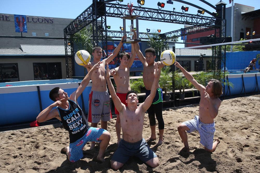 Seniors win Volleyball Tournament