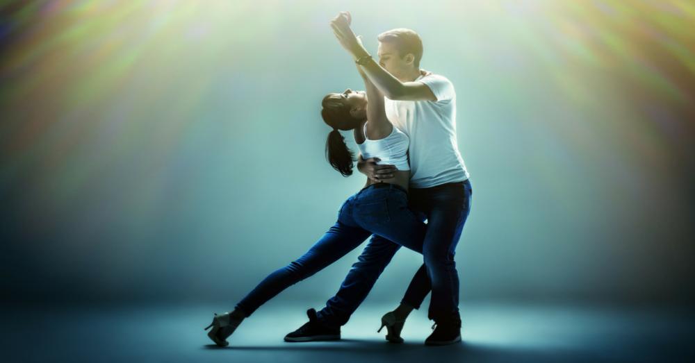 bachata dance.png