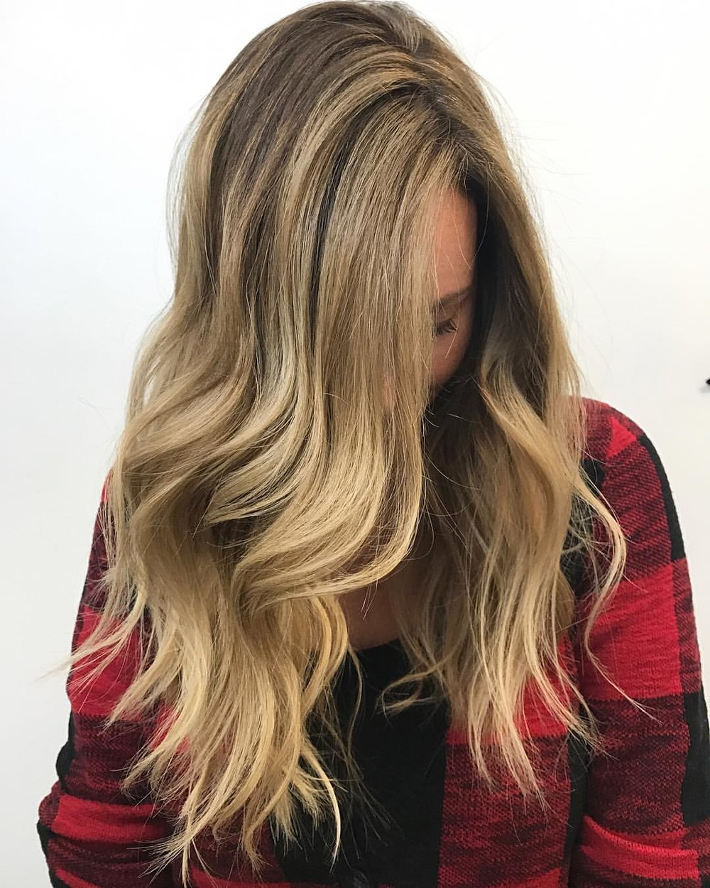 Rooty Blonde Balayage & Lived-in Haircut