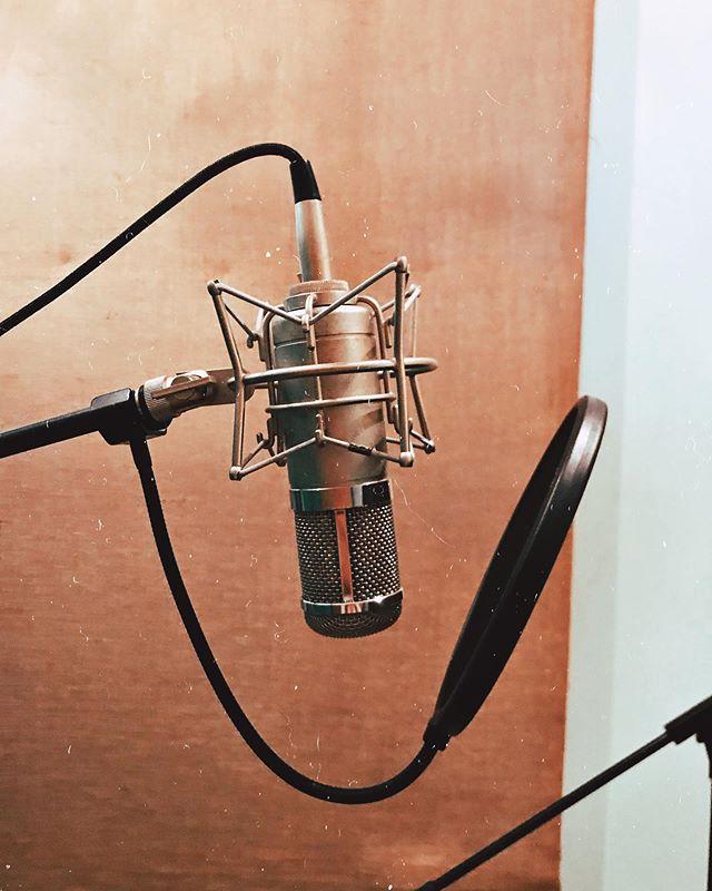 Neumann U47 😍 . . . . #vintage #microphone #neumann #u47 #rocknroll #blues #soul #motown #funk #recordingstudio #studio #session #protools #preamp #tube #compressor #vocal #comp