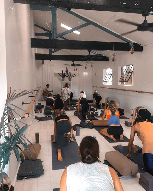Something pretty special happens playing to a room full of people with heart opener yoga poses going down... music is pure collective love energy and you guys sure made some sweet sounds @space_foundation . . . . #yoga #byronbay #stretch #byron #yogi #yogaposes #yin #vinyassa #chill #mellow #relax #holiday #soul #spirit