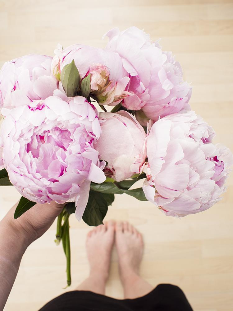 Beauty Blogger Confessions | Laura Loukola flatlay peonies