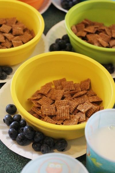 AM Snack: Wheat Chex, Blueberries & 1% Milk