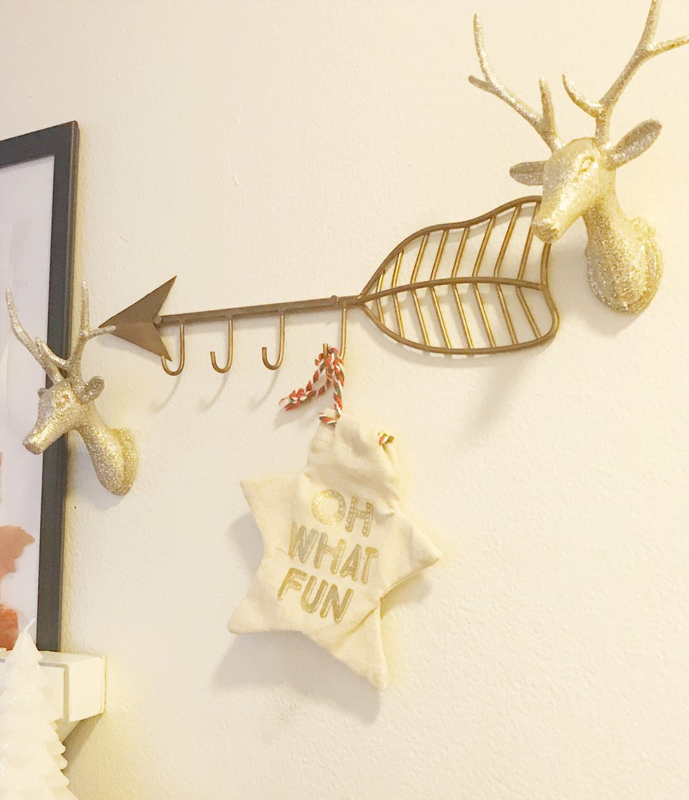 kg style's easy peasy holiday decor.jpg