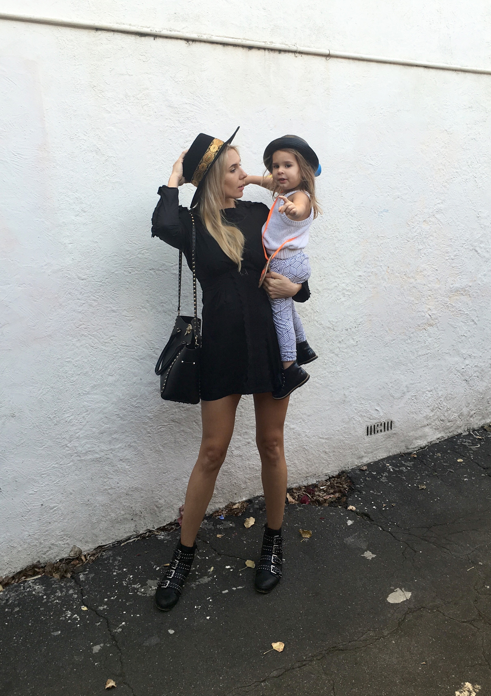 Monochrome joggers. Mommy and me street style