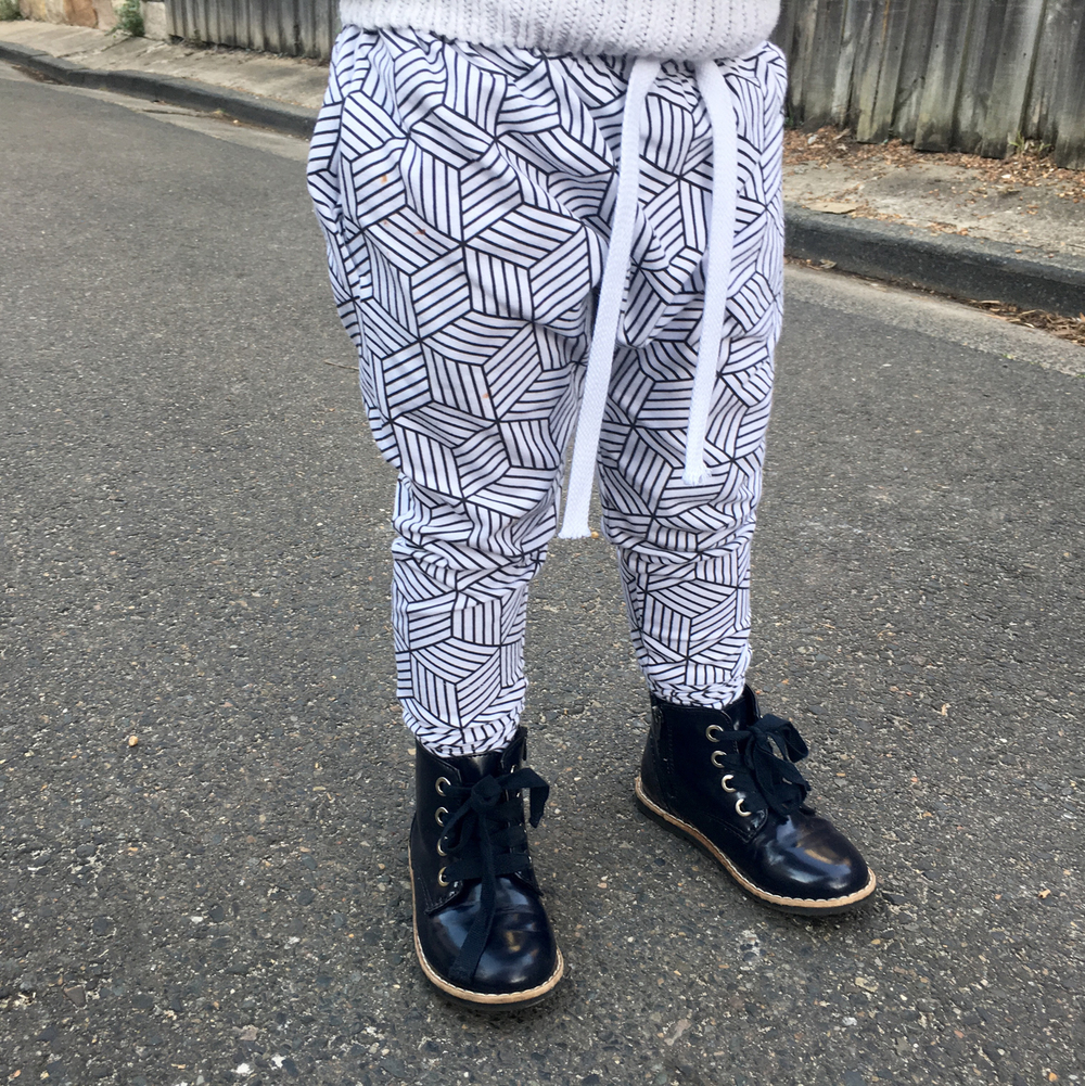 toddler ootd. Monochrome harem leggings. Mommy and me street style