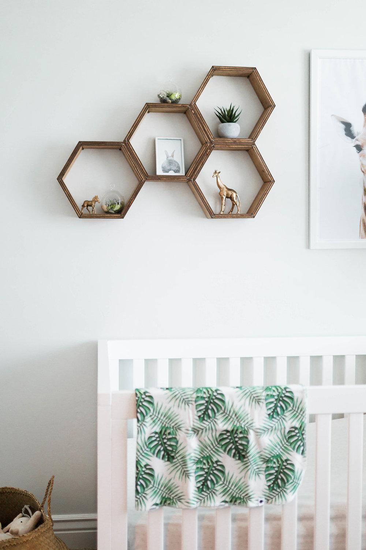 Étagère nid d'abeille en bois recyclé