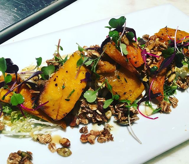 Warm Kabocha squash. Frisée. Apple cider vinaigrette. Pumpkin seed granola. @608upstairs #foodporn #soigné