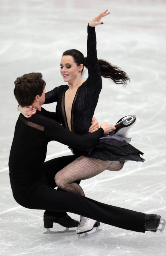 Ice dance duo win in 1st competitive skate since Sochi 2014 - Tessa Virtue and Scott Moir completed a triumphant return to competition on Saturday winning the gold medal in ice dancing at the 2016 Autumn Classic International in Montreal.