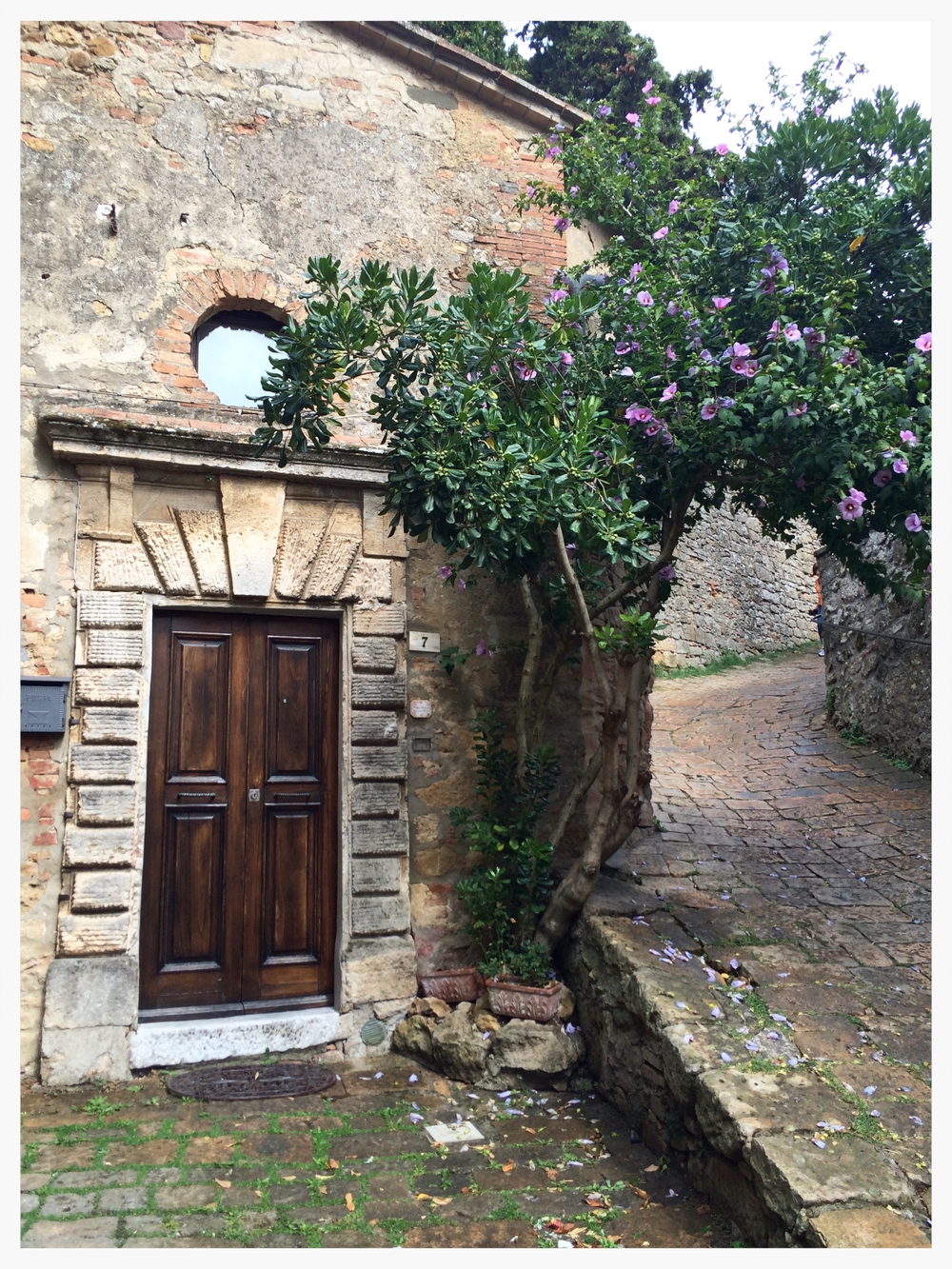 A charming stone home tucked into the hills of Volterra