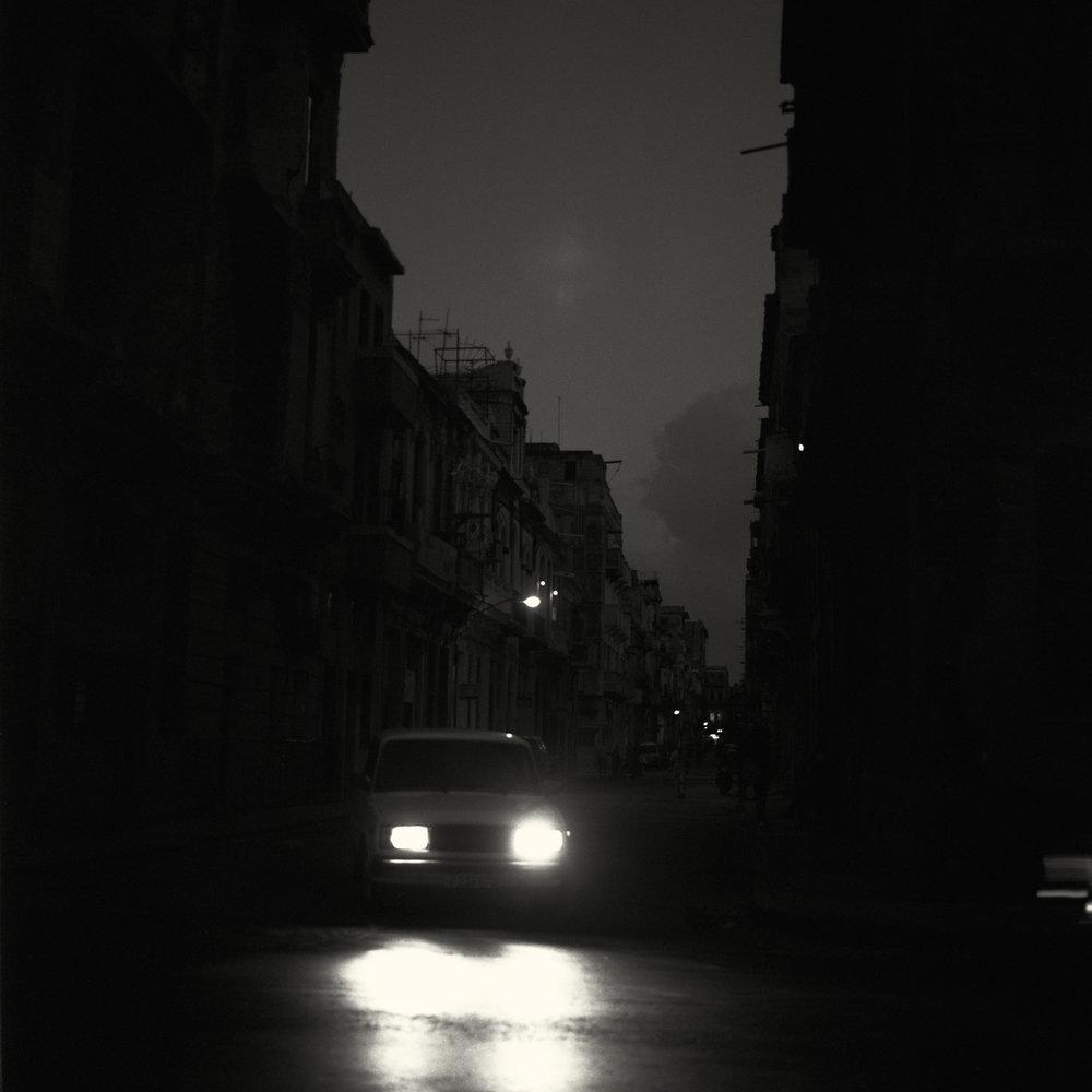 La Habana  © 2018   90 x 90 cm Edición de tres + 1 PA Impresión de archivo de negativo blanco y negro en medio formato (2018)