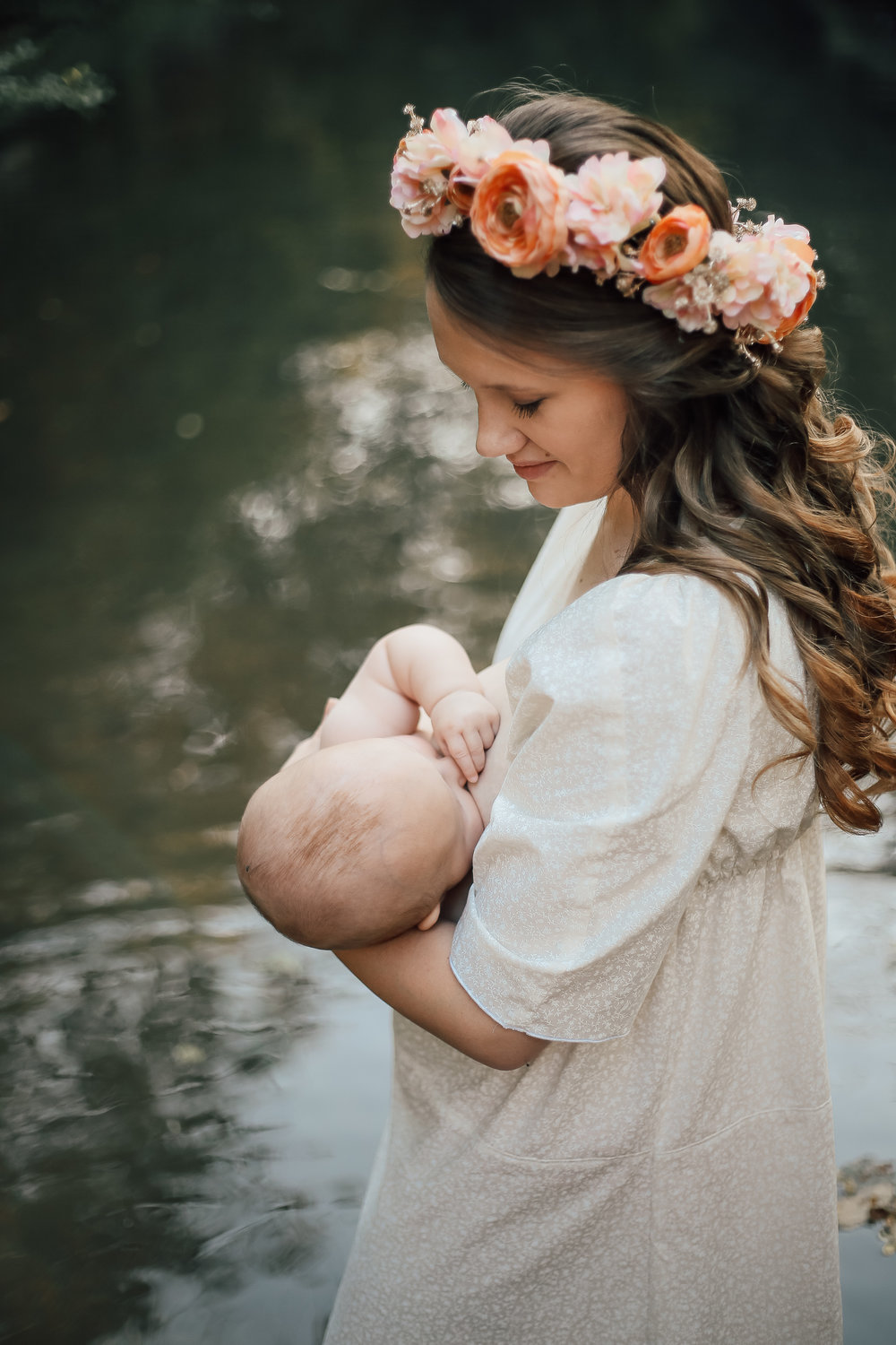 cassie-cook-photography-memphis-family-photographer-breastfeeding-creek.jpg