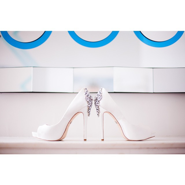 talk about a show-stopper slipper. samantha was gorgeous and sky high in these. #weddings #whitewedding #weddingphotography #weddinginspiration