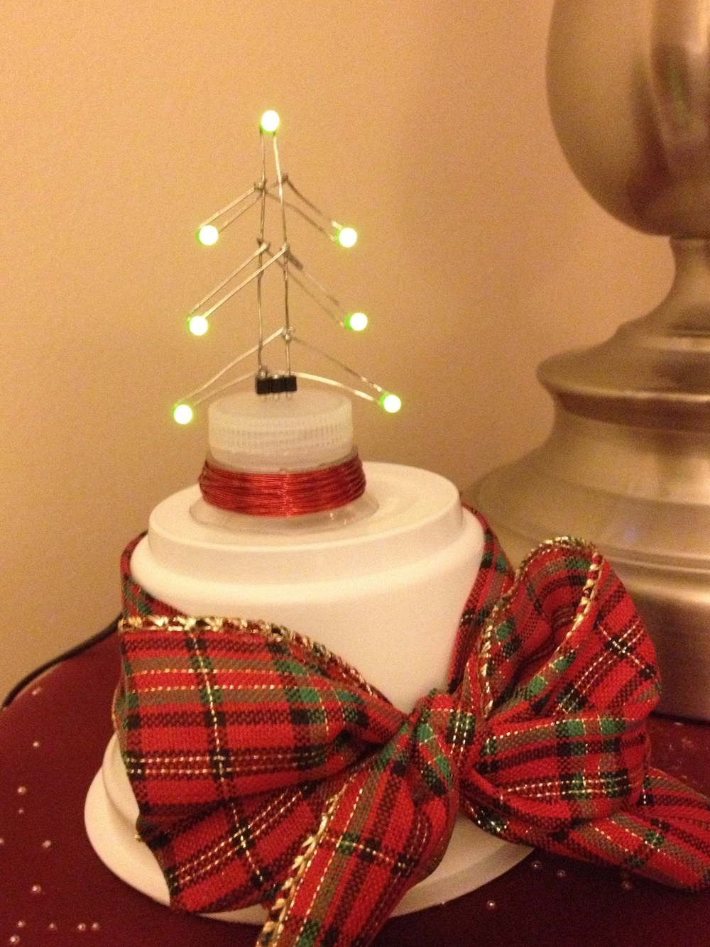 Wirelessly-powered LED Christmas tree