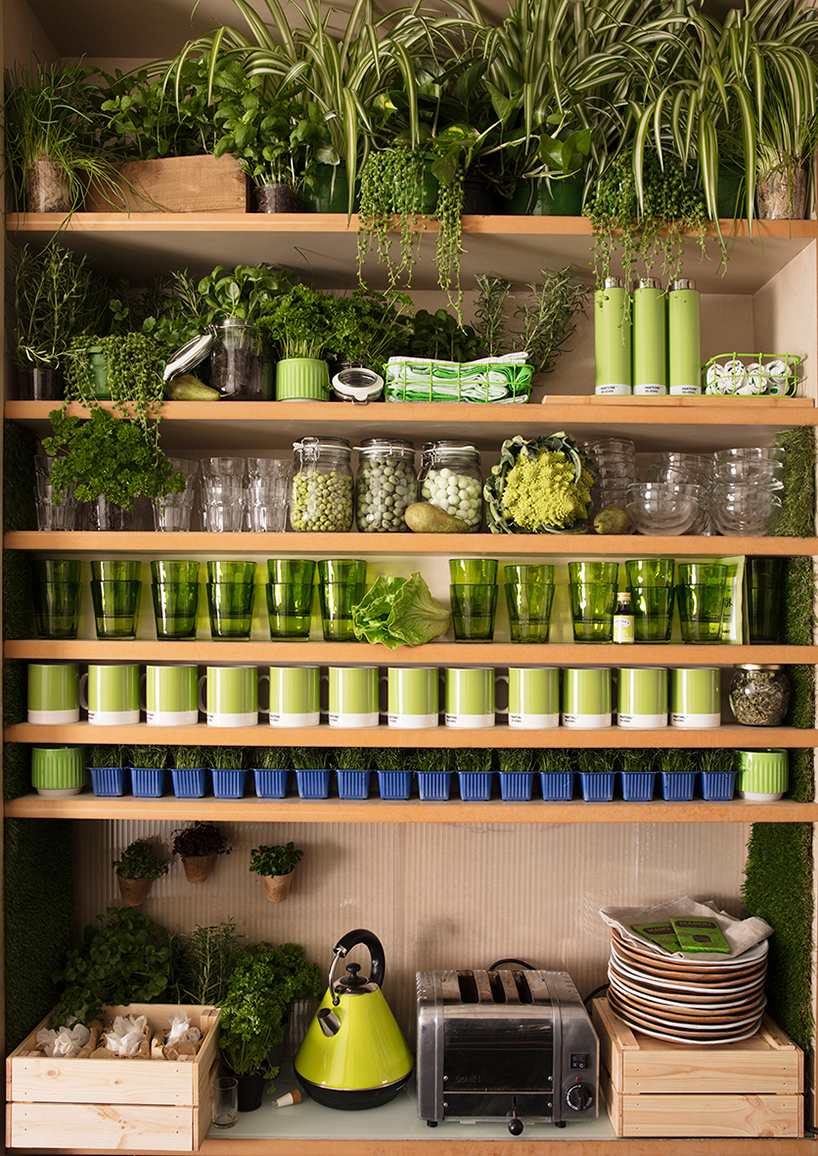 airbnb-pantone-outside-in-house-greenery-london-designboom-09.jpg