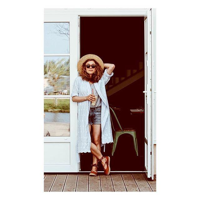 Co powiecie na mały wakacyjny wypad nad wodę? By odpocząć wcale nie trzeba jechać daleko. Ja znalazłam fajne miejsce @restauracjawinogrono kilkanaście km od domu. Szukajcie pięknych miejsc wokół siebie, bo piękno jest blisko nas! W wolnej chwili zapraszam na bloga po więcej zdjęć z tej wakacyjnej sesji. Wystarczy kliknąć w link pod bio ❤️ #holiday #summer #summerlook #wakacje #lato #travelgirl #wearetravelgirls #wearetravelmums #holidaylook #lookoftheday #photooftheday #outfitoftheday #ootd #lotd #fashioninspo #summervibes #goodvibes #podróże #instamama #fashionlover #fashionblogger #newpost #darlingdaily #instadailly #liveauthentic #pursuepretty #goodmorning #freshness #dziendobry