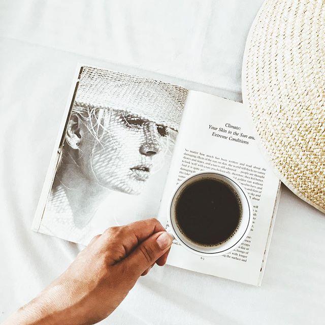 Czasem nie trzeba wiele by życie nabrało smaku. Pięknego dnia Wam życzę! #lato #summermood #goodmorning #dziendobry #coffeelover #coffeetime #coffeebook #bookstagram #bookish #stylish #minimal #photooftheday #summer #hat #oldbook #vogue #beauty #sunshine #smaki #lifestyle #lifetime #mylife #inmyhome #kawa #ig_global_life #ig_life #lifeisgood #darlingmovement #darlingdaily