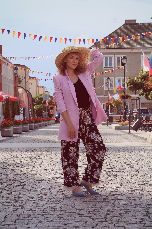 street style pink jacket