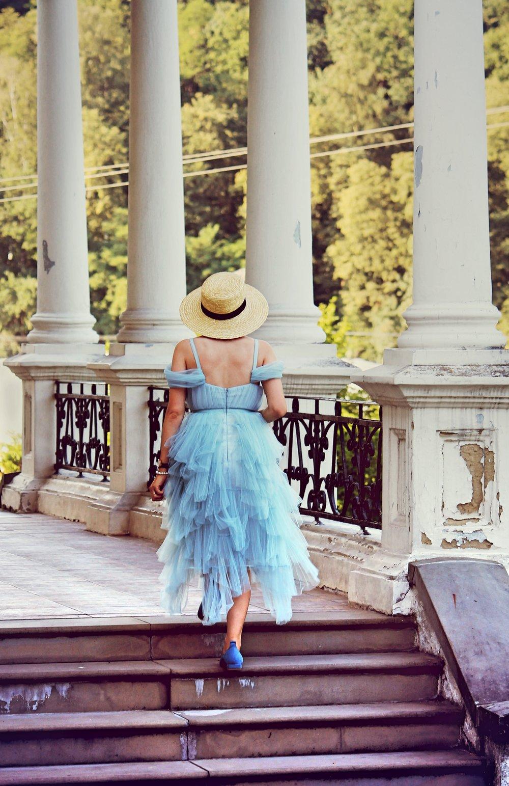 niebieska sukienka księzniczki