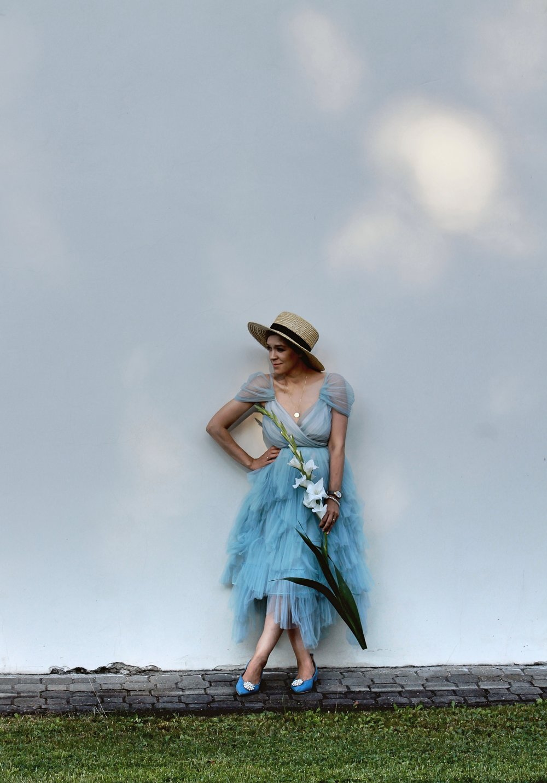 niebieska sukienka na ślub
