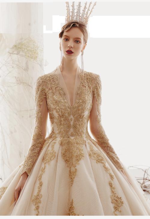 f53d9656b35 Royal Court champagne lace royal princess long sleeve ball gown wedding  dress. O1CN01dE8XzC2C32BFV586F !!2955378417.png