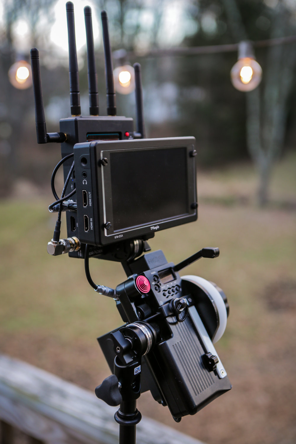 Fully adjustable and power independent.  Shown here with a TVLOGIC VFM-055A OLED monitor and TERADEK BOLT 3000 receiver.