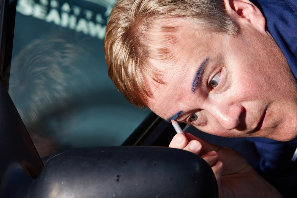 Neil Hart wears Seahawks makeup, 2014