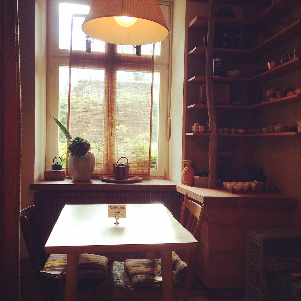 "The best table in the ""haus"" - Tushita Teehaus, Kelnzenstrasse 53"