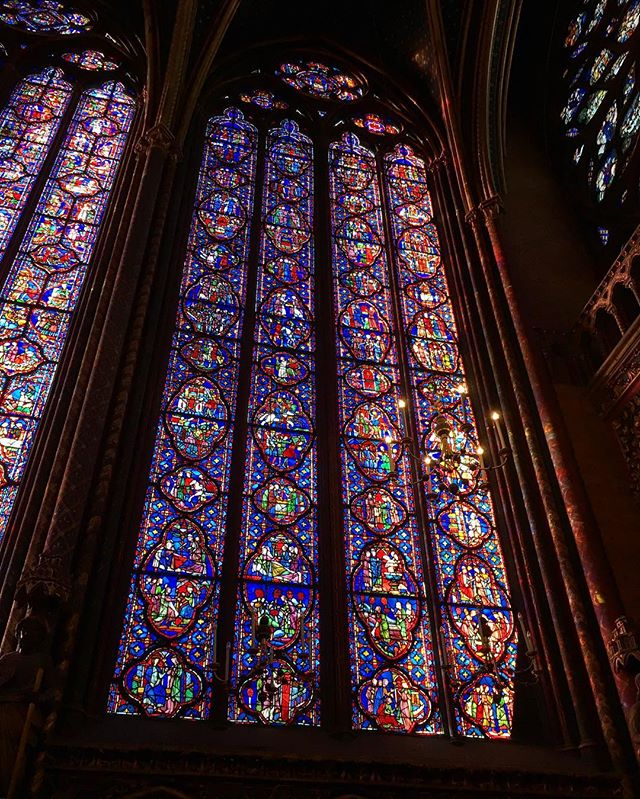 Dutifully bought tickets in advance yesterday.. only to realize it's free entrance today 😑 but in other news, so glad I finally got to see sainte-Chapelle, which has been on my list for forever! 😍