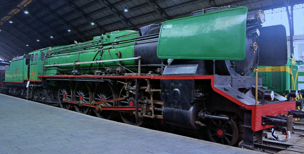 An absolute beast: 4-8-4 express locomotive [1952], Madrid Railway Museum.