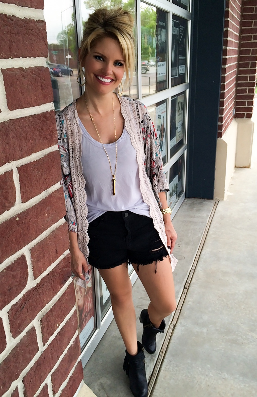 Kimono: Target Shorts: Nordstrom Tank: Theory : Booties: Sam Edelman Necklace: Stella & Dot Earrings: Kendra Scott