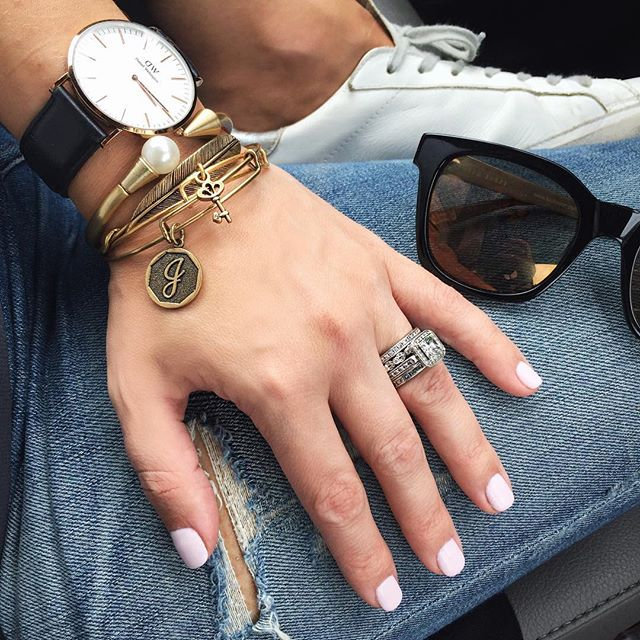 Mani, sunnies, bracelet stack...today MUST be girls trip prep day 😉🙌🏼And, I'm obsessing over this new mani color (thanks @hadelman1 ☺️)-OPI Let's Be Friends #girlstrip #mani #OPI #nailpolish #stack #danielwellington #alexandani #tedbaker #sunnies #manicure #jewelry #styleblogger