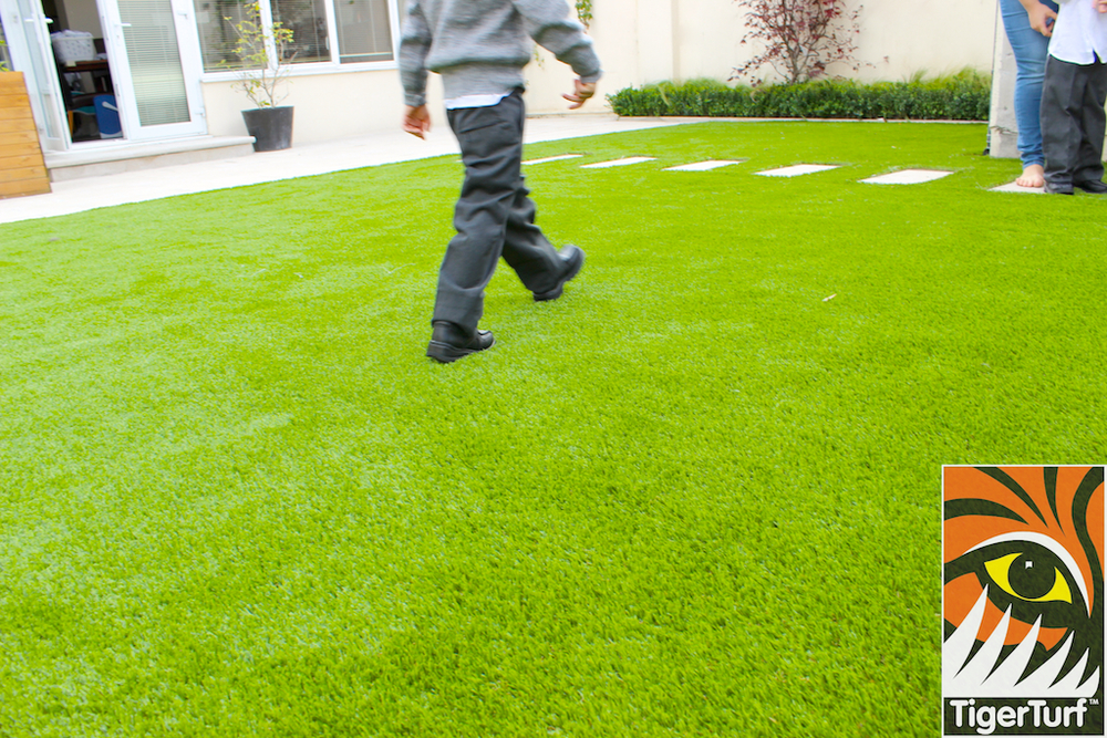 kids playing on TigerTurf synthetic lawn